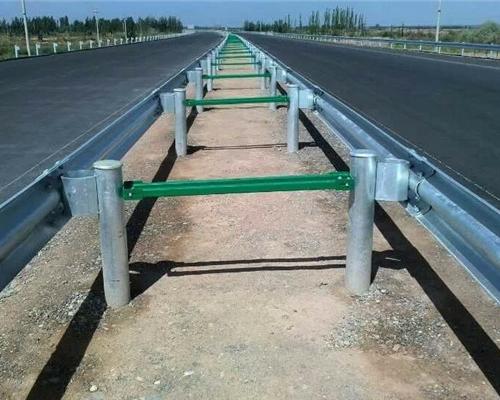 高速公路防撞护栏安装