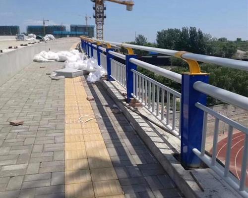 桥梁护栏安装厂家